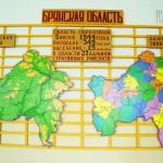 Стенд физической и политической карты Брянской области